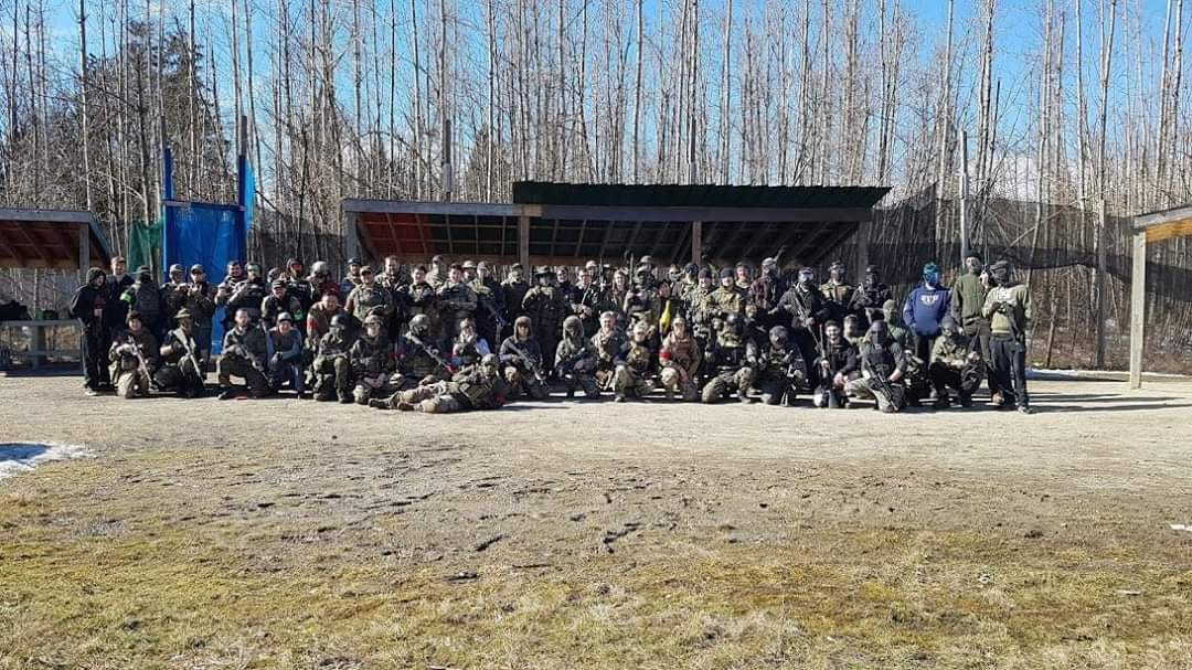 airsoft players group at millionaire paintball